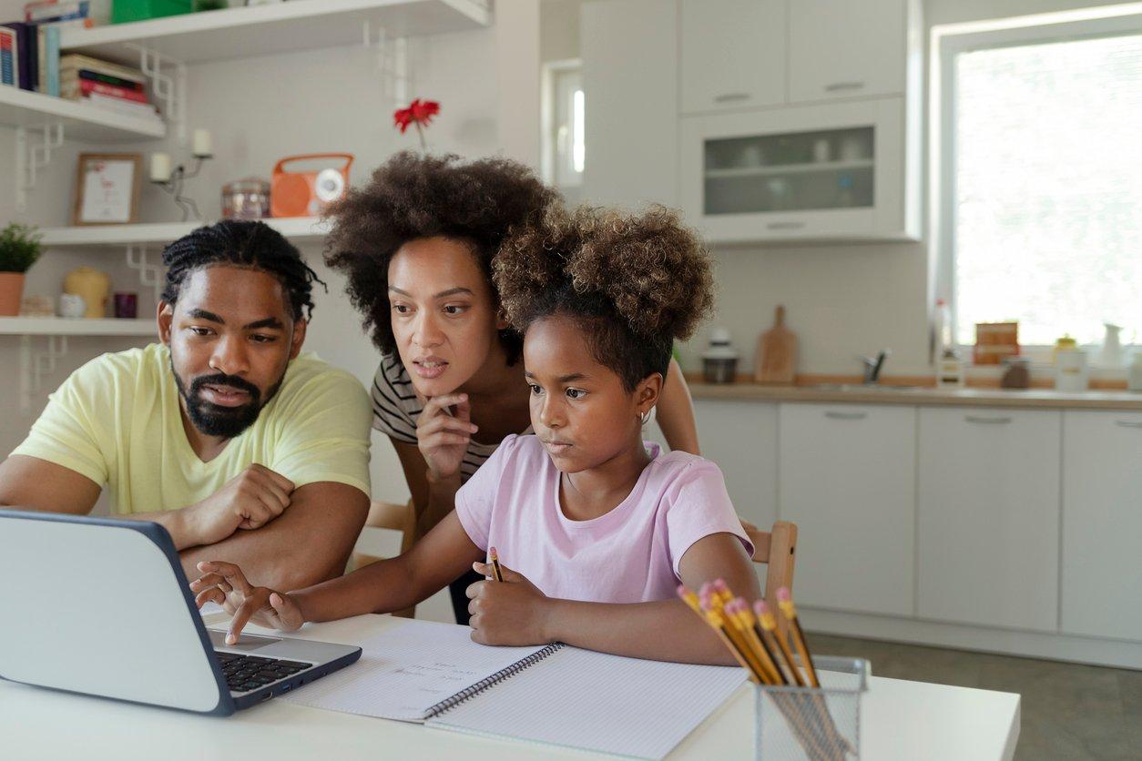 FamilyLookingAtComputer