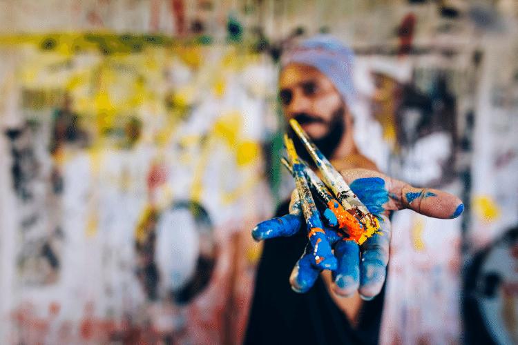 PainterHandingOutPaintBrushes